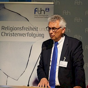 Stephan Holthaus at his lecture © Martin Warnecke/IIRF