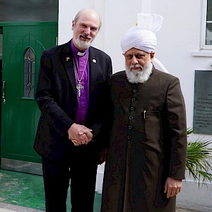 In front of the Fazl Mosque with 'His Holiness' Mirza Masroor Ahmad, the fifth Caliph and leader of Ahmadiyya Muslims © BQ/Warnecke
