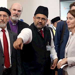 The board of the Ahmadiyya Muslims in Germany explaining their social work to Germany's federal minister of justice, Katarina Barley, and Thomas Schirrmacher © BQ/Warnecke